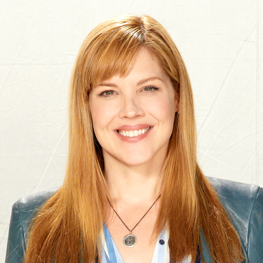 2013_0408_Welcome-to-the-Family_Bio_Mary-McCormack_900x900