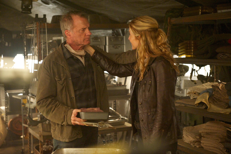 """Revolution - Rachel Matheson consoles Dr. Gene Porter in """"Captain Trips"""""""