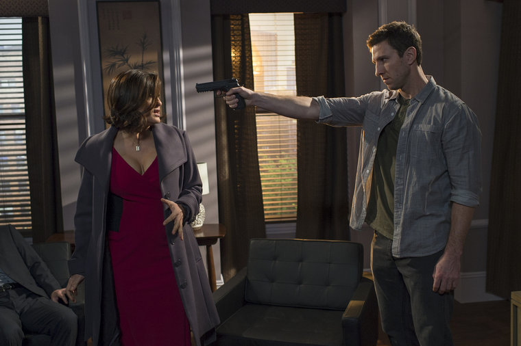 "LAW & ORDER: SPECIAL VICTIMS UNIT -- ""Psycho Therapist"" Episode 1512 -- Pictured: (l-r) Mariska Hargitay as Detective Olivia Benson, Pablo Schreiber as William Lewis -- (Photo by: Michael Parmelee/NBC)"