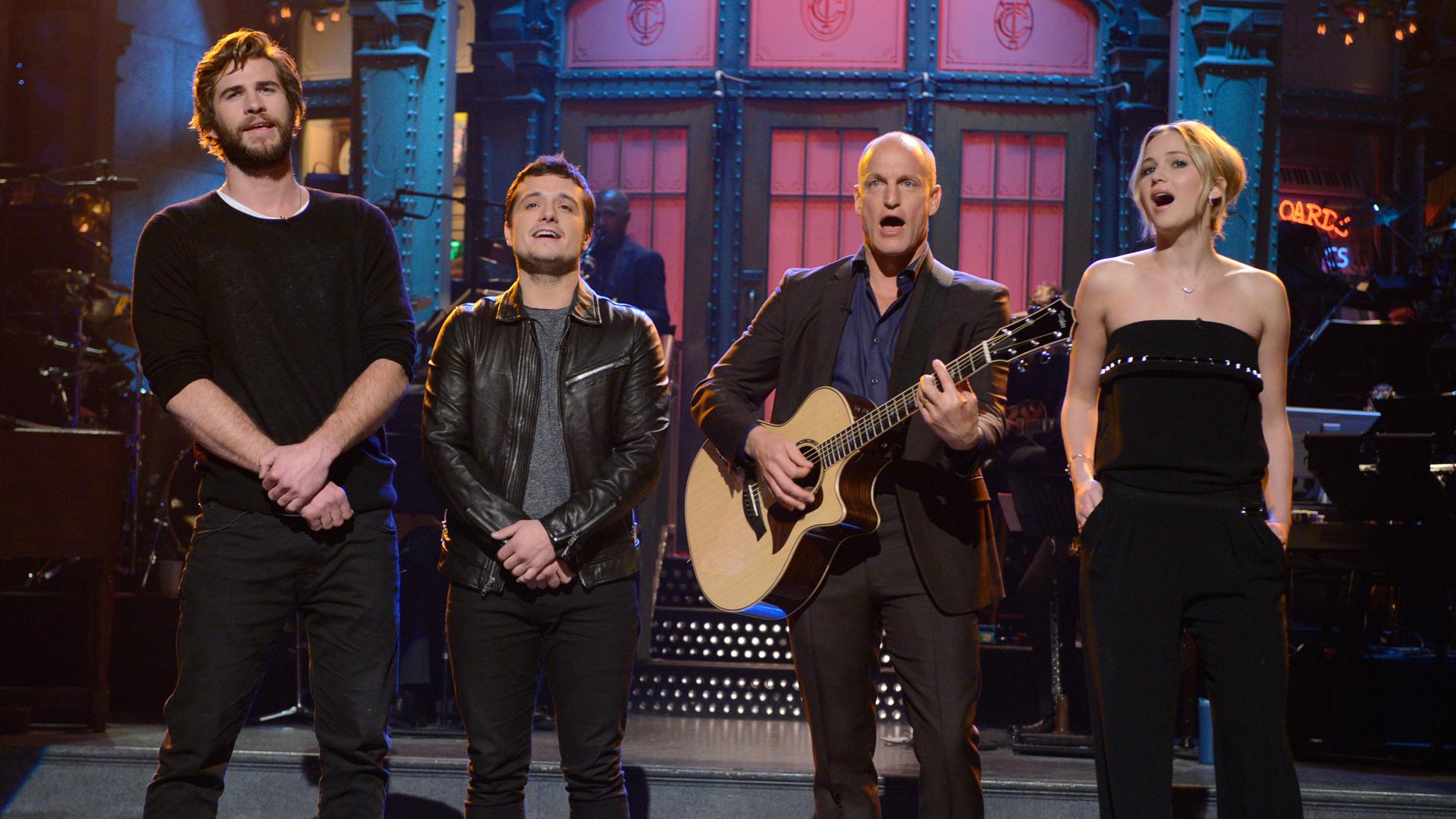 Jennifer Lawrence & 'Hunger Games' Cast Surprise Woody ...