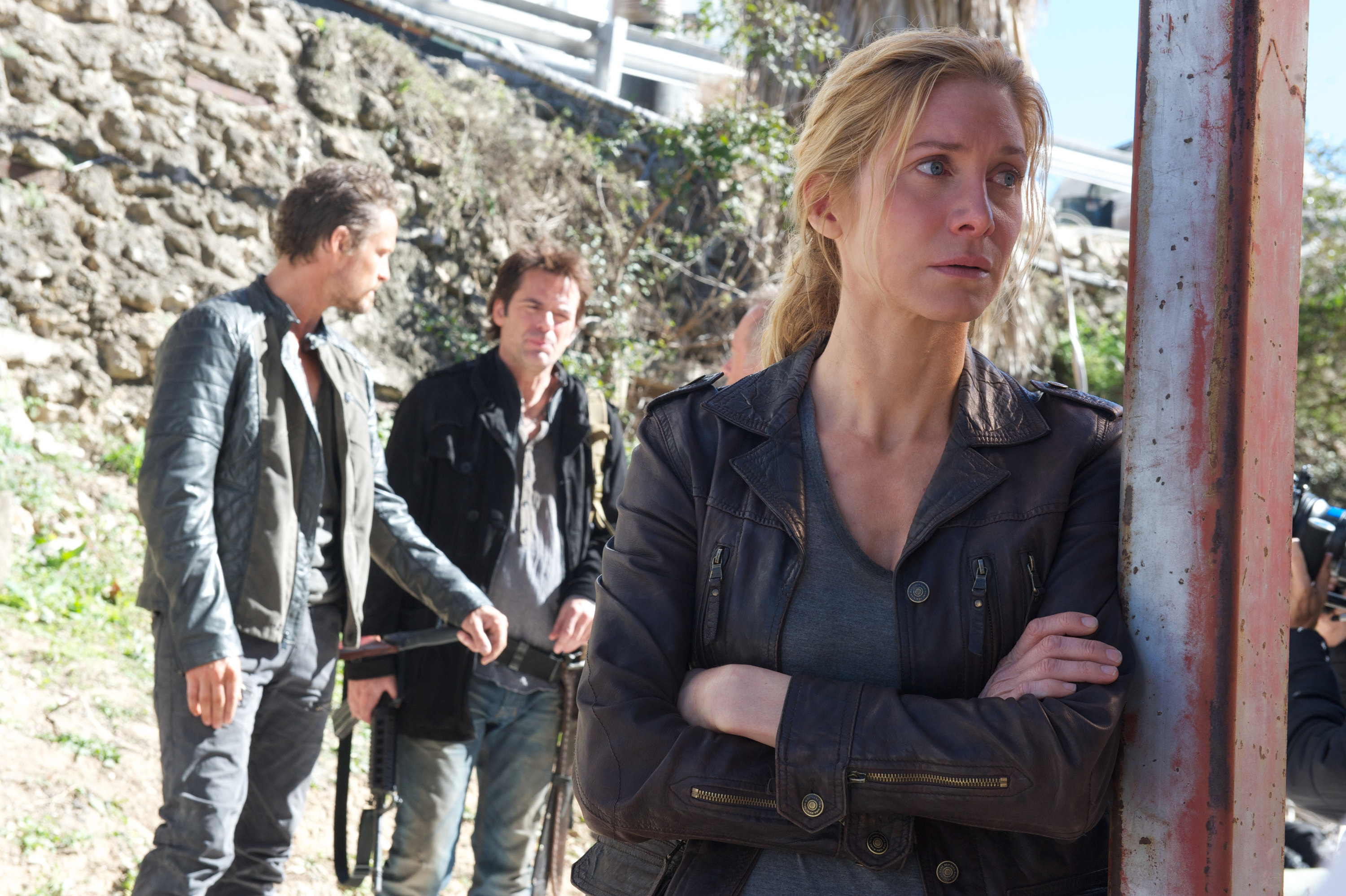 Revolution - Rachelleans on a post with Sebastian Monroe and Miles Matheson in background