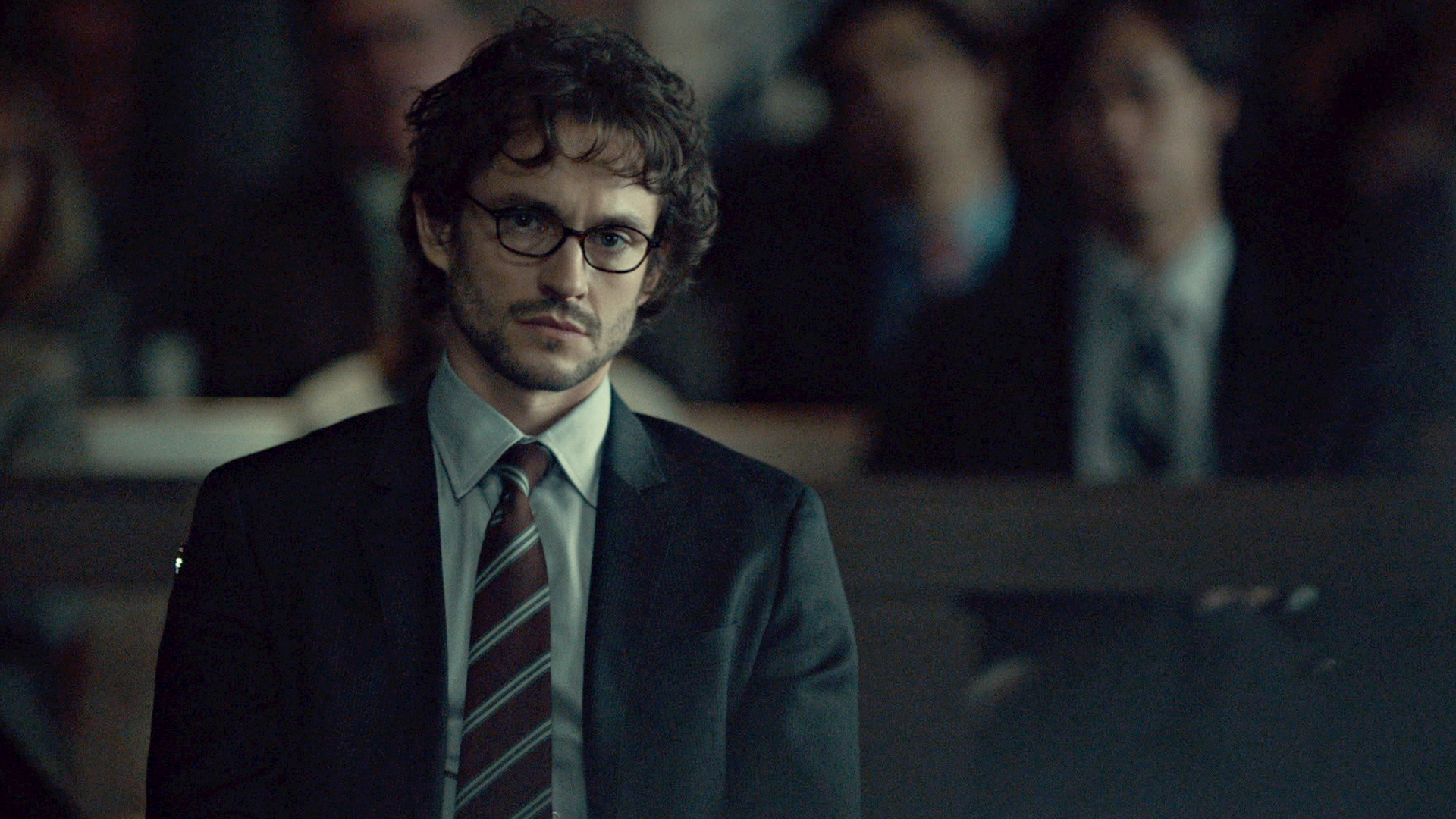 As Will's murder trial begins, a copycat killer sends a gruesome message. Jack is under pressure to wrap up Will's case while Hannibal hopes for his friend's exoneration.