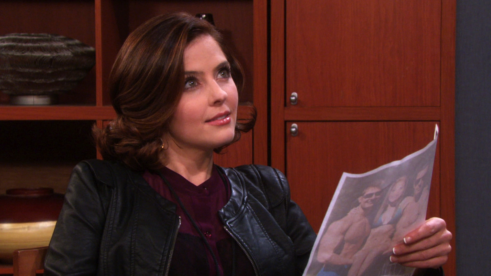 EJ and Abigail meet with a private doctor to determine if she's pregnant.