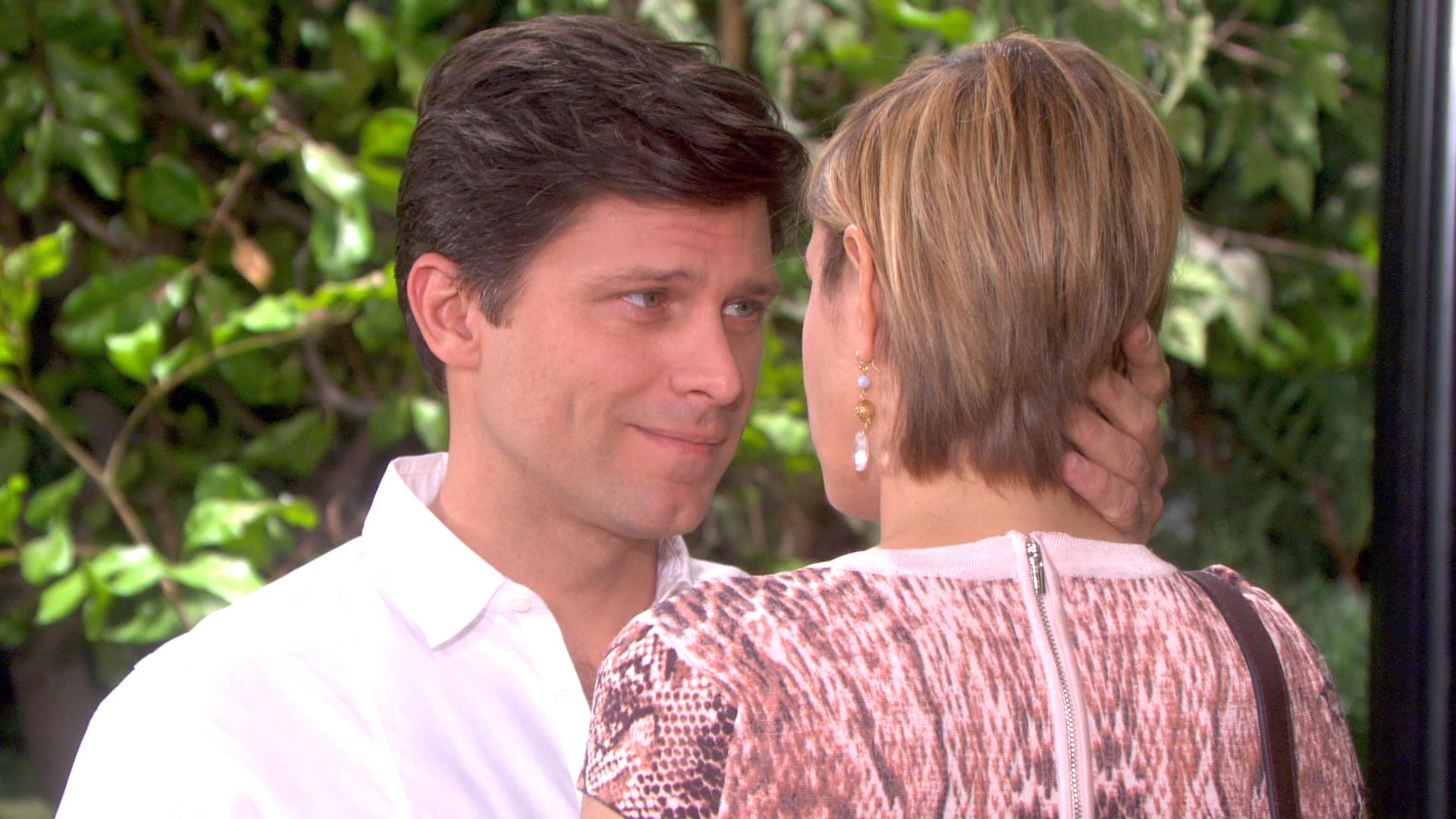 Eric has a romantic surprise for Nicole.