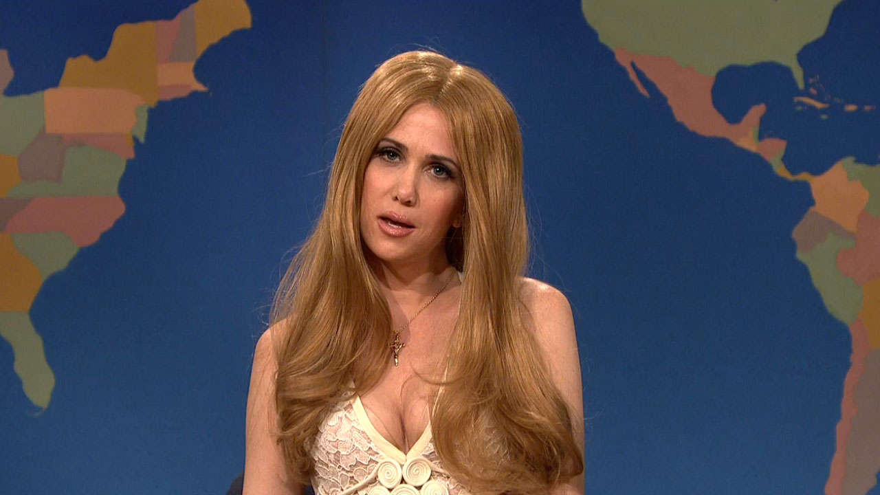 Lana Del Rey Returns To SNL In The Form Of Kristen Wiig