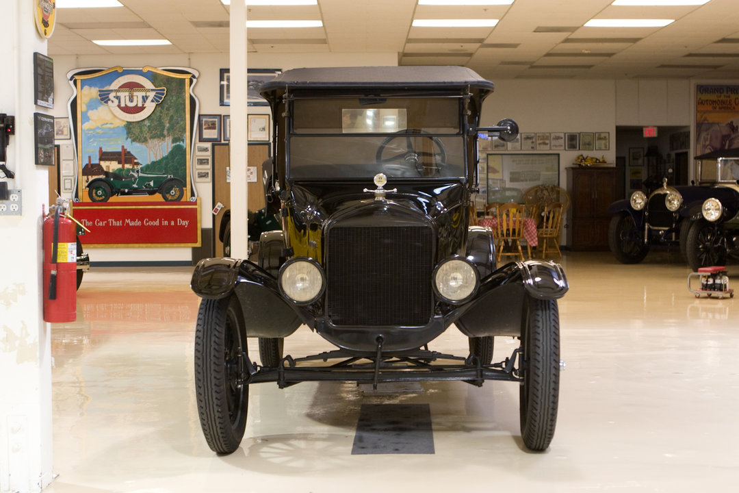 Jay leno 39 s garage ford model t roadster 1925 photo for Garage ford maurecourt 78