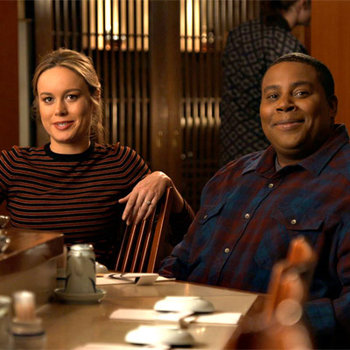 Award winners Brie Larson and Kenan Thompson get some sushi.