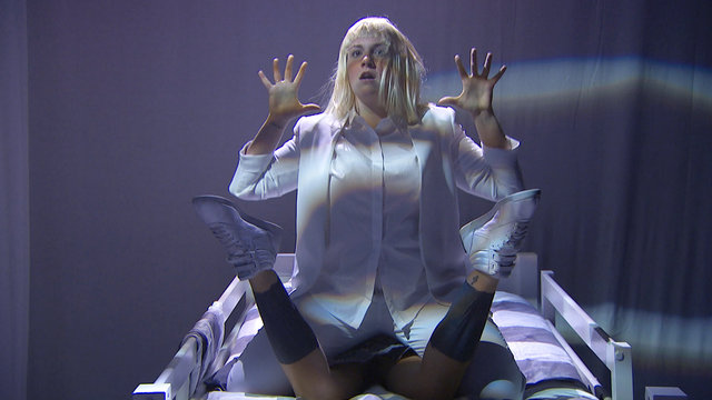 "Sia Performance: ""Chandelier"" Feat. Lena Dunham"