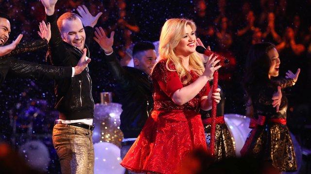 "Kelly Clarkson: ""Underneath the Tree"""