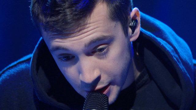 "Twenty One Pilots Performance: ""Car Radio"""
