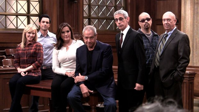 SVU Celebrates Their 300th Episode!
