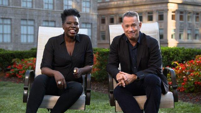 SNL Host Tom Hanks Tells Leslie What Outer Space is Like