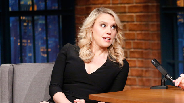Kate McKinnon Adopted a Catalan Poop Log Christmas Tradition