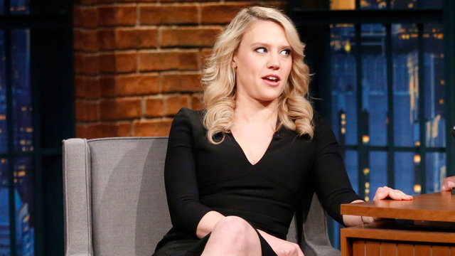 Kate McKinnon Channels Hoarders and Gives Her Cat an Early Christmas Gift