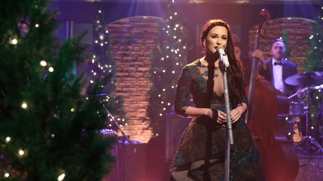 "Kacey Musgraves: ""Christmas Don't Be Late"""