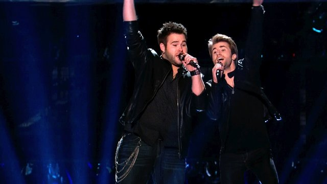 "Team Blake and Team Shakira: ""Hall of Fame"""