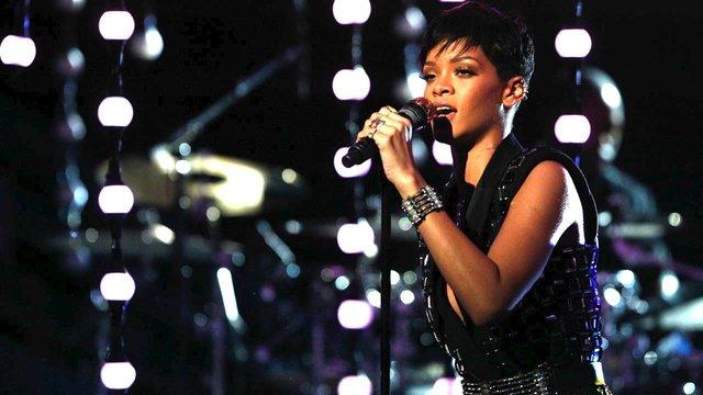 "Rihanna: ""Diamonds"""