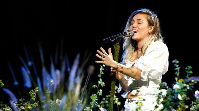 """Miley Cyrus: """"Malibu"""""""