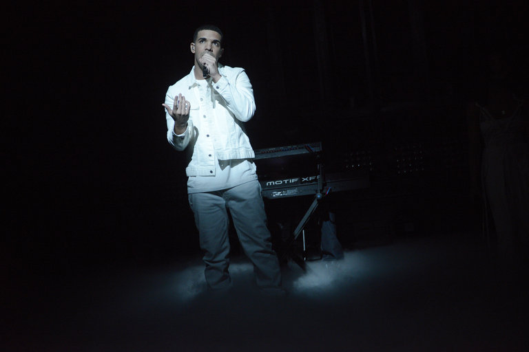 Drake performing on Saturday Night Live on January 18, 2014.