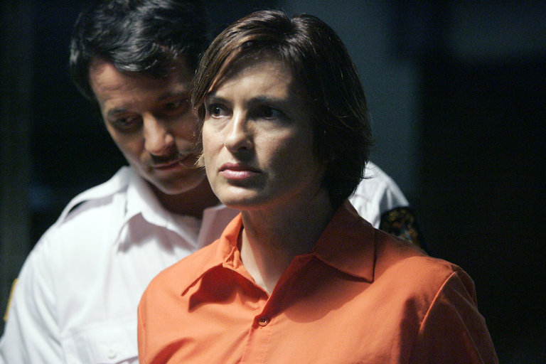 "LAW & ORDER: SPECIAL VICTIMS UNIT -- ""Undercover"" Episode 9015 -- Pictured: (l-r) Johnny Messner as Lowell Harris, Mariska Hargitay as Detective Olivia Benson -- NBC Photo: Virginia Sherwood"