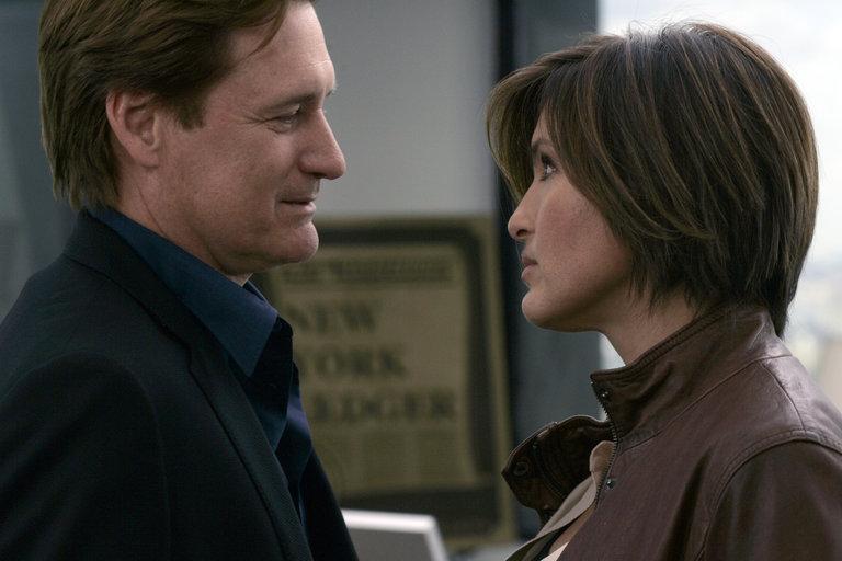 "LAW & ORDER: SPECIAL VICTIMS UNIT -- ""Closet"" Episode 916 -- Pictured: (l-r) Bill Pullman as Kurt Foss, Mariska Hargitay as Detective Olivia Benson -- NBC Photo: Will Hart"