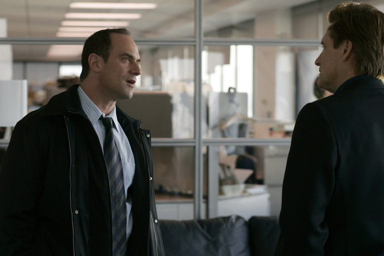 """LAW & ORDER: SPECIAL VICTIMS UNIT -- """"Closet"""" Episode 916 -- Pictured: (l-r) Chris Meloni as Detective Elliot Stabler, Bill Pullman as Kurt Foss -- NBC Photo: Will Hart"""