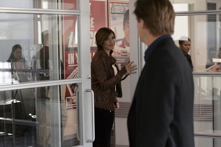 "LAW & ORDER: SPECIAL VICTIMS UNIT -- ""Closet"" Episode 916 -- Pictured: (l-r) Mariska Hargitay as Detective Olivia Benson, Bill Pullman as Kurt Foss -- NBC Photo: Will Hart"
