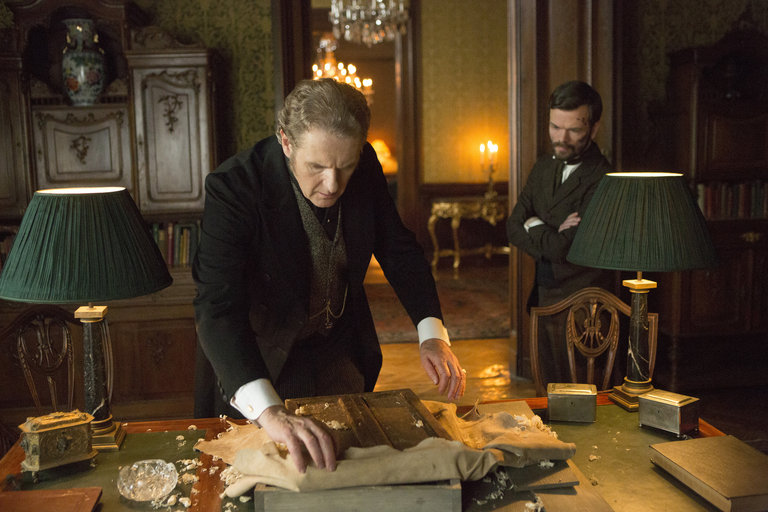 Pictured: (l-r) Robert Bathurst as Lord Thomas Davenport, Stephen Walters