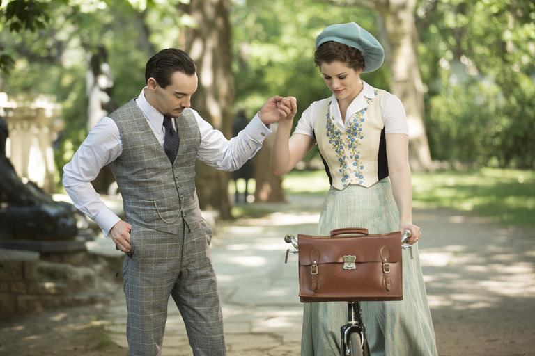 Pictured: (l-r) Jonathan Rhys Meyers as Alexander Grayson, Jessica De Gouw as Mina Murray