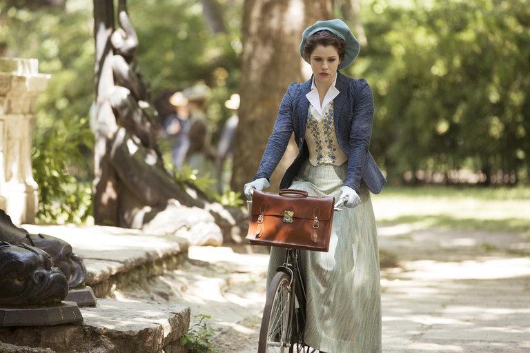 Pictured: (Jessica De Gouw as Mina Murray