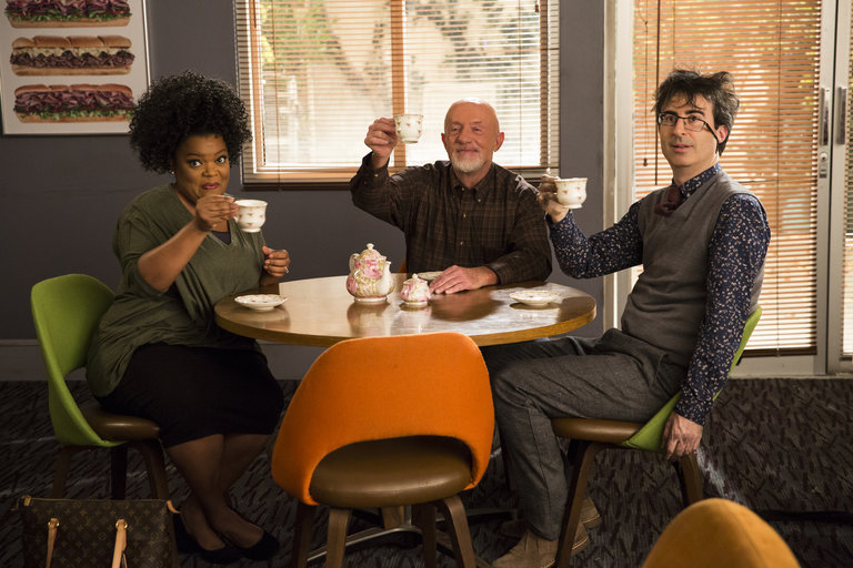 "COMMUNITY -- ""Basic Sandwich"" -- Pictured: (l-r) Yvette Nicole Brown as Shirley Bennett, Jonathan Banks as Professor Hickey, John Oliver as Professor Duncan -- (Photo by: Justin Lubin/NBC)"