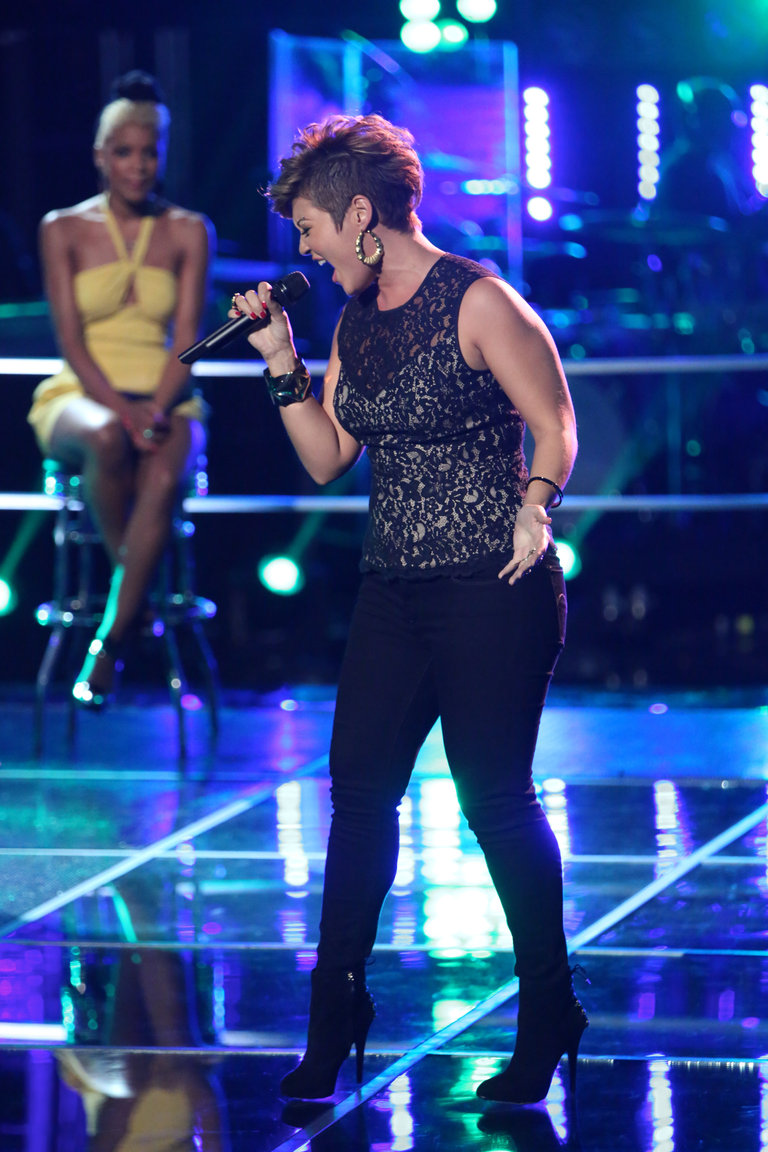 "Tessanne took on Kelly Clarkson's ""Stronger (What Doesn't Kill You)"" for the knockouts. It is a difficult song, and she struggled in rehearsals; but when the stage lights came on, she made the song her own, knocking out Ashley DuBose to move on."