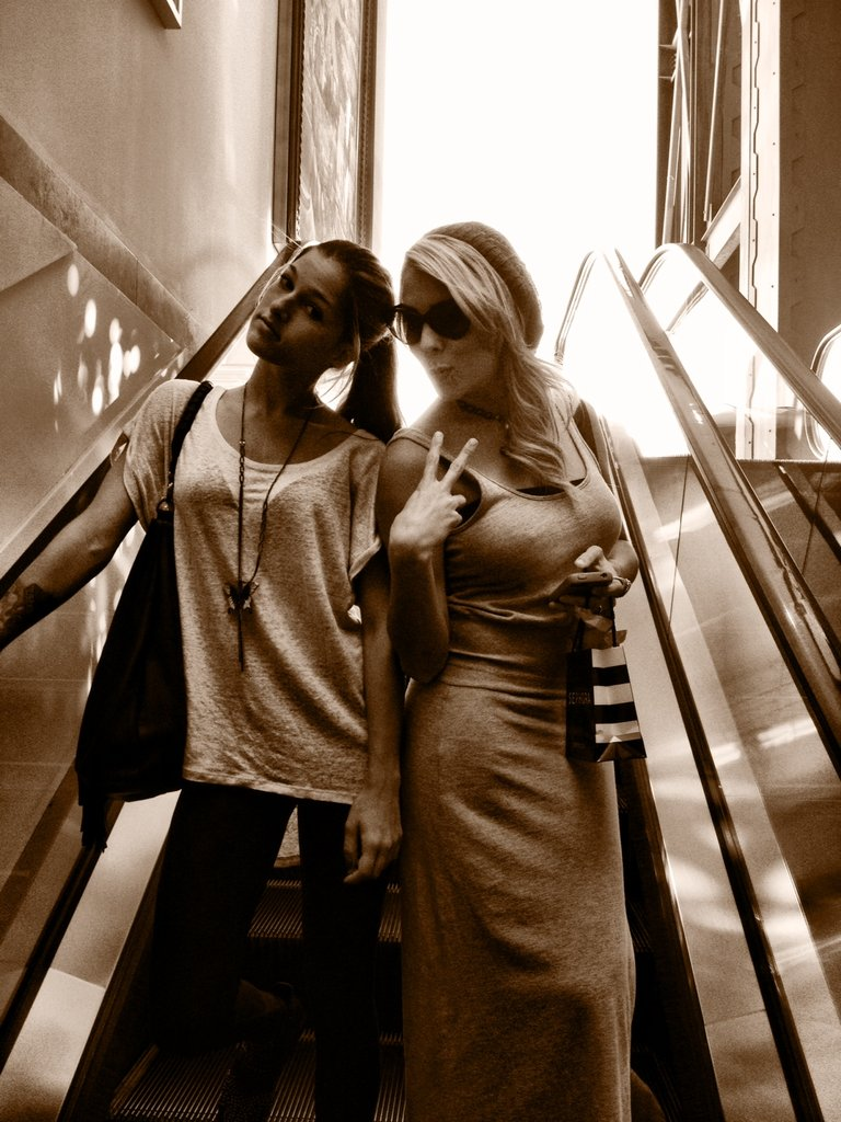 Escalator pose