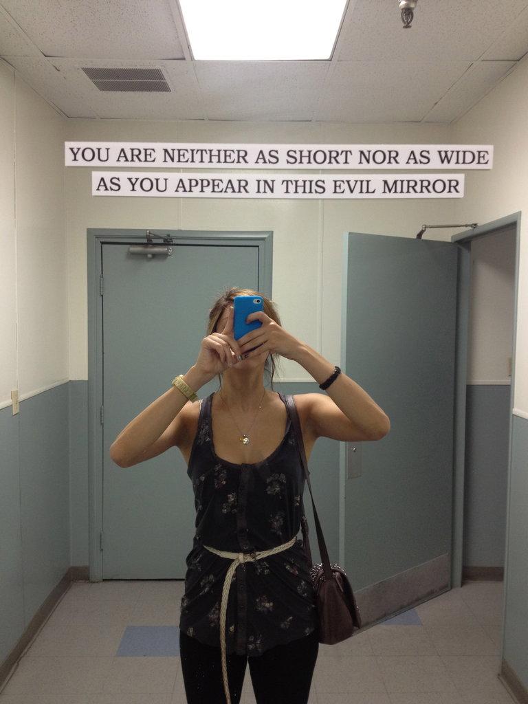 HAHAHA this mirror at universal