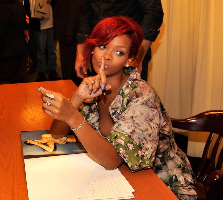 """Rihanna Signs Her Book """"Rihanna: The Last Girl On Earth"""""""