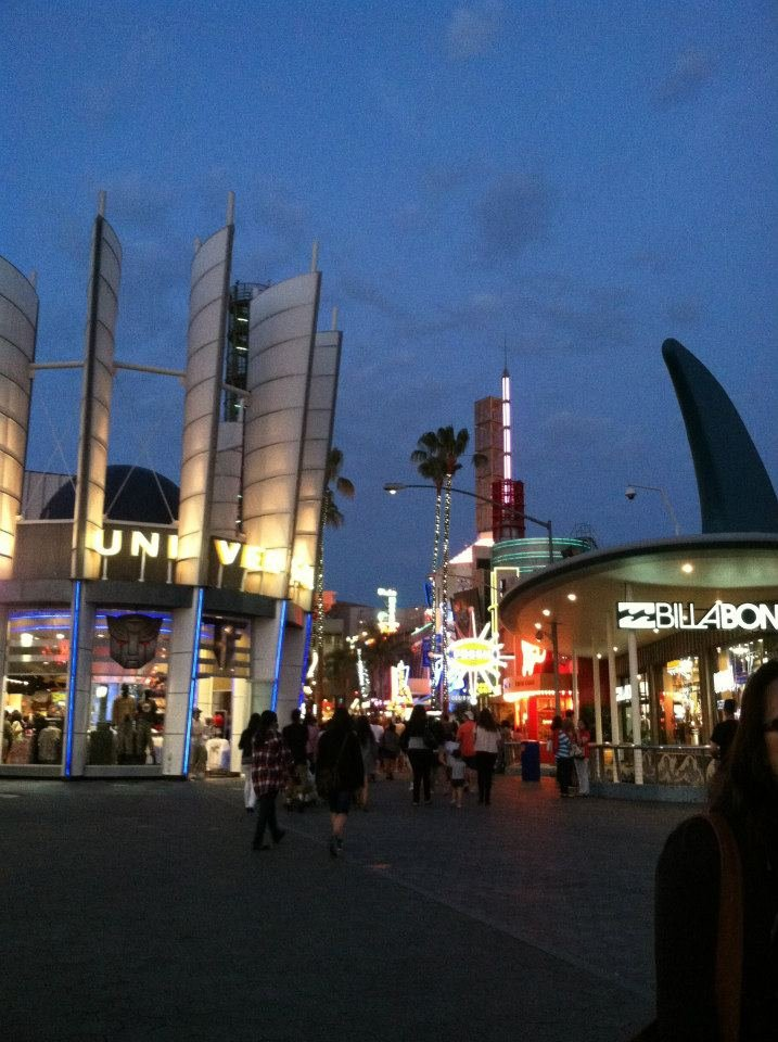 Universal City Walk, LA at Night!!