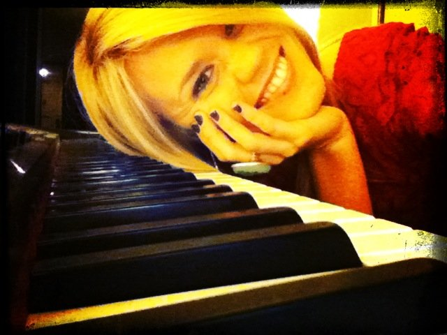 country piano girl.