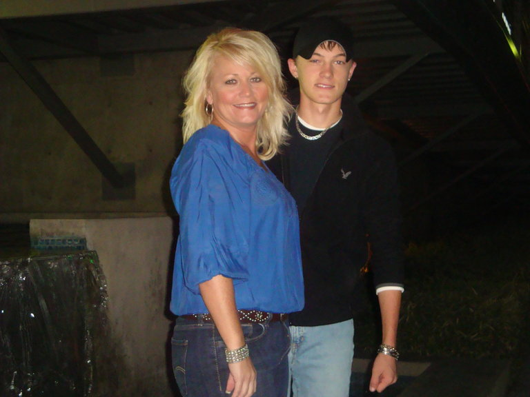 me & my mama, first time i had seen her in like 2 weeks. Was so glad to see her!