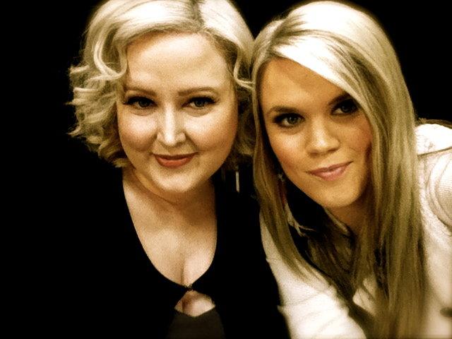 the blondes unite.