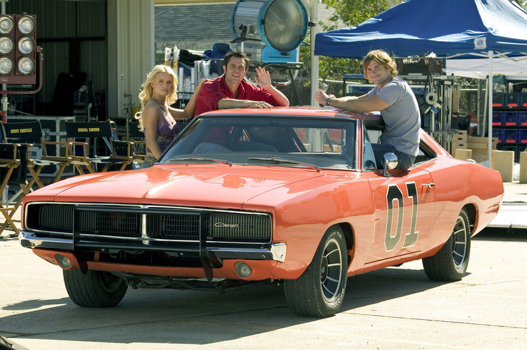 "Jessica Simpson, Johnny Knoxville and Seann William Scott on the Set of ""The Dukes of Hazzard"""