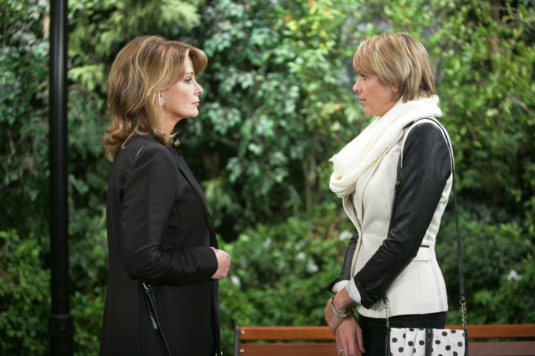 Marlena reaches out to Nicole - who questions her sincerity.