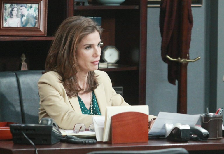 Kayla asks Hope for the scoop on the new lawyer in town...