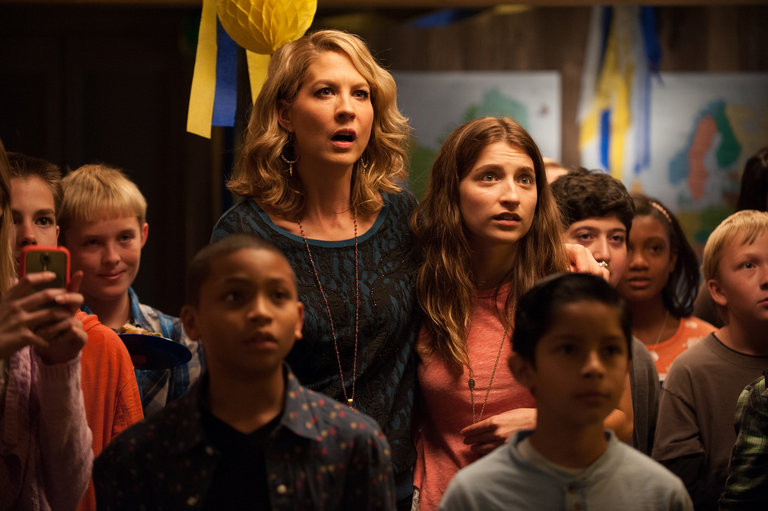 "GROWING UP FISHER -- ""Drug/Bust"" Episode 103 -- Pictured: (l-r) Jenna Elfman as Joyce, Ava Deluca-Verley as Katie -- (Photo by: Colleen Hayes/NBC)"
