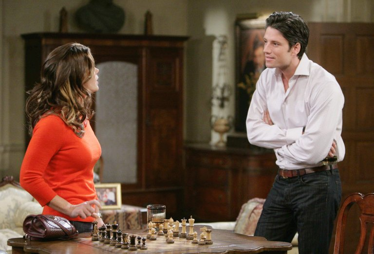 Sami's past threatens to prevent EJ from rescuing Marlena.