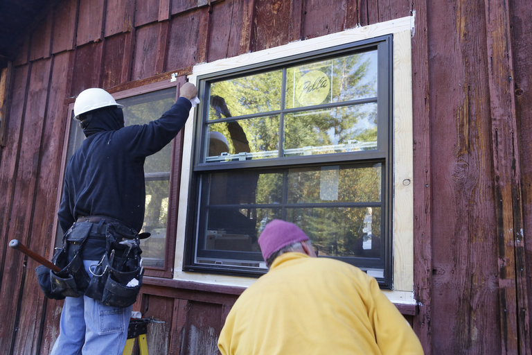 AMERICAN DREAM BUILDERS -- Episode 104 -- (Photo by: Vivian Zink/NBC)
