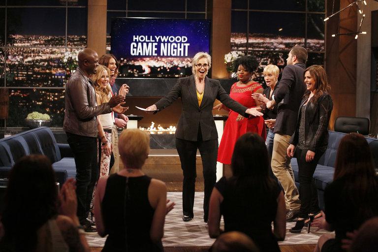 "HOLLYWOOD GAME NIGHT -- ""50 Charades of Grey"" -- Pictured: (l-r) Wayne Brady, Tara Lipinski, Lauren Cohan, Jane Lynch, Contestant, Jaime Pressly, Zachary Levi, Rachael Ray -- (Photo by: Trae Patton/NBC)"