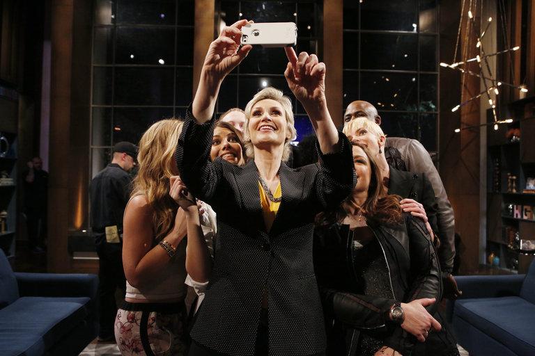 "HOLLYWOOD GAME NIGHT -- ""50 Charades of Grey"" -- Pictured: (l-r) Tara Lipinski, Lauren Cohan, Jane Lynch, Rachael Ray, Jaime Pressly, Wayne Brady -- (Photo by: Trae Patton/NBC)"