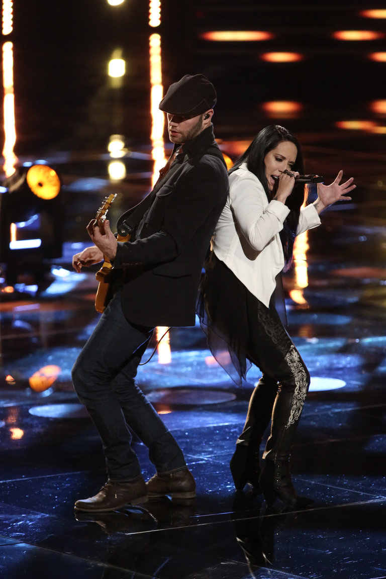 """THE VOICE -- """"Live Show"""" -- Pictured: Kat Perkins (right) -- (Photo by: Tyler Golden/NBC)"""
