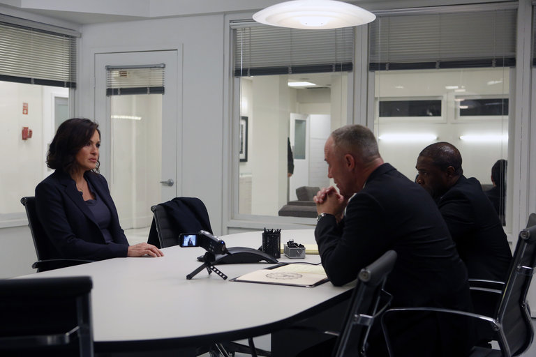 "LAW & ORDER: SPECIAL VICTIMS UNIT -- ""Post-Mortem Blues"" Episode 1521 -- Pictured: (l-r) Mariska Hargitay as Sgt. Olivia Benson, Robert John Burke as IAB Lt. Ed Tucker, Michael Potts as IAB Sgt. Cole Draper -- (Photo by: Craig Blankenhorn/NBC)"