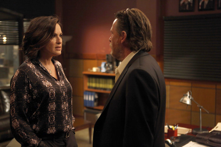 "LAW & ORDER: SPECIAL VICTIMS UNIT -- ""Post-Mortem Blues"" Episode 1521 -- Pictured: (l-r) Mariska Hargitay as Sgt. Olivia Benson, Donal Logue as Lt. Declan Murphy -- (Photo by: Craig Blankenhorn/NBC)"